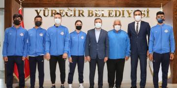 BAŞARILI SPORCULAR BAŞKAN KOCAİSPİR'İ ZİYARET ETTİ